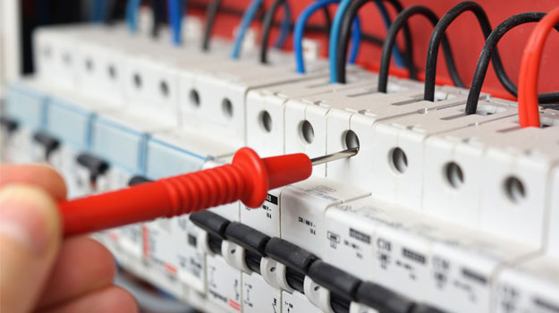 How to become an electrician: a brief overview of training options